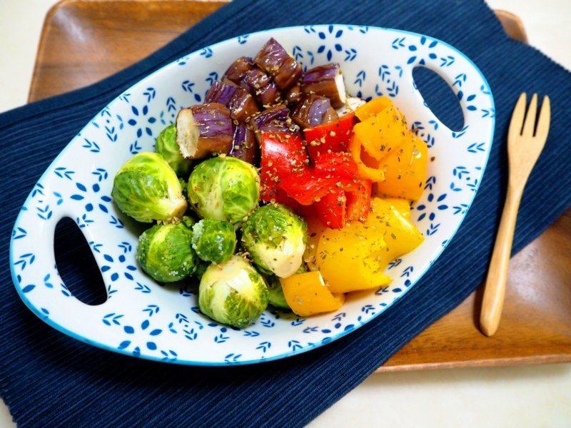 「普羅旺斯烤蔬菜」像餐廳料理一樣鮮豔美麗,簡單就能完成。 圖/日日幸福出版社 提...
