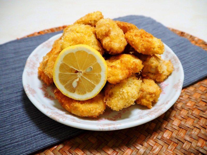 「維也納炸雞」在家用簡單的雞胸肉就可以完成,酥香可口,滿足大小朋友想吃外食的願望...