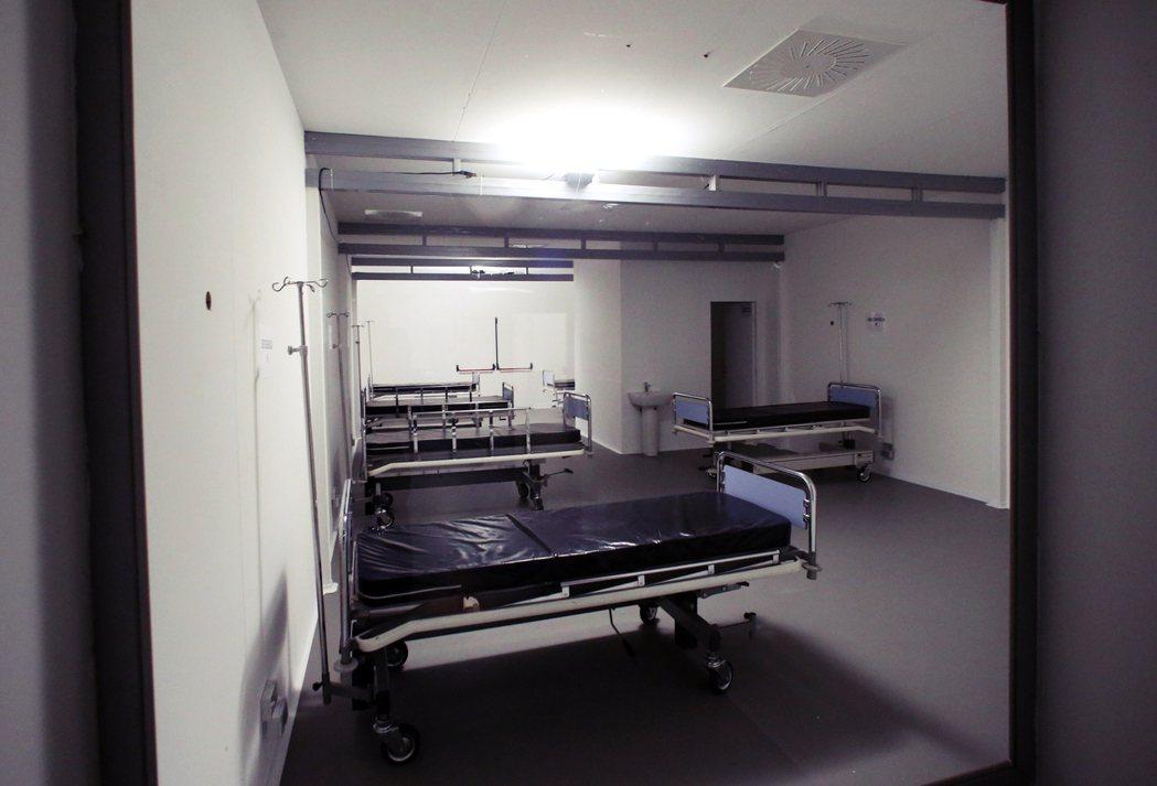 米蘭的展館中心改建,不過仍需要政府提供呼吸機、重症監控系統和其他醫療輔助設備。 ...