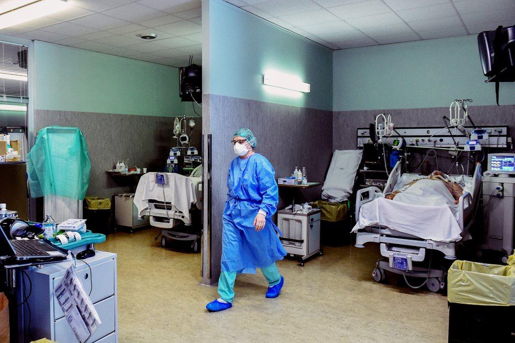 義大利醫療資源已有十年下滑,累計共裁員4.3萬人,床位數低於歐盟平均水平。圖為義...