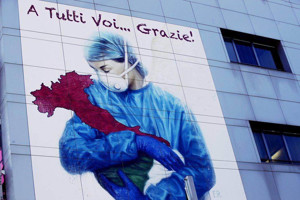 新型冠狀病毒的緊急情況,為義大利的公共衛生體系帶來了最後一擊。圖為貝加莫當地的醫...