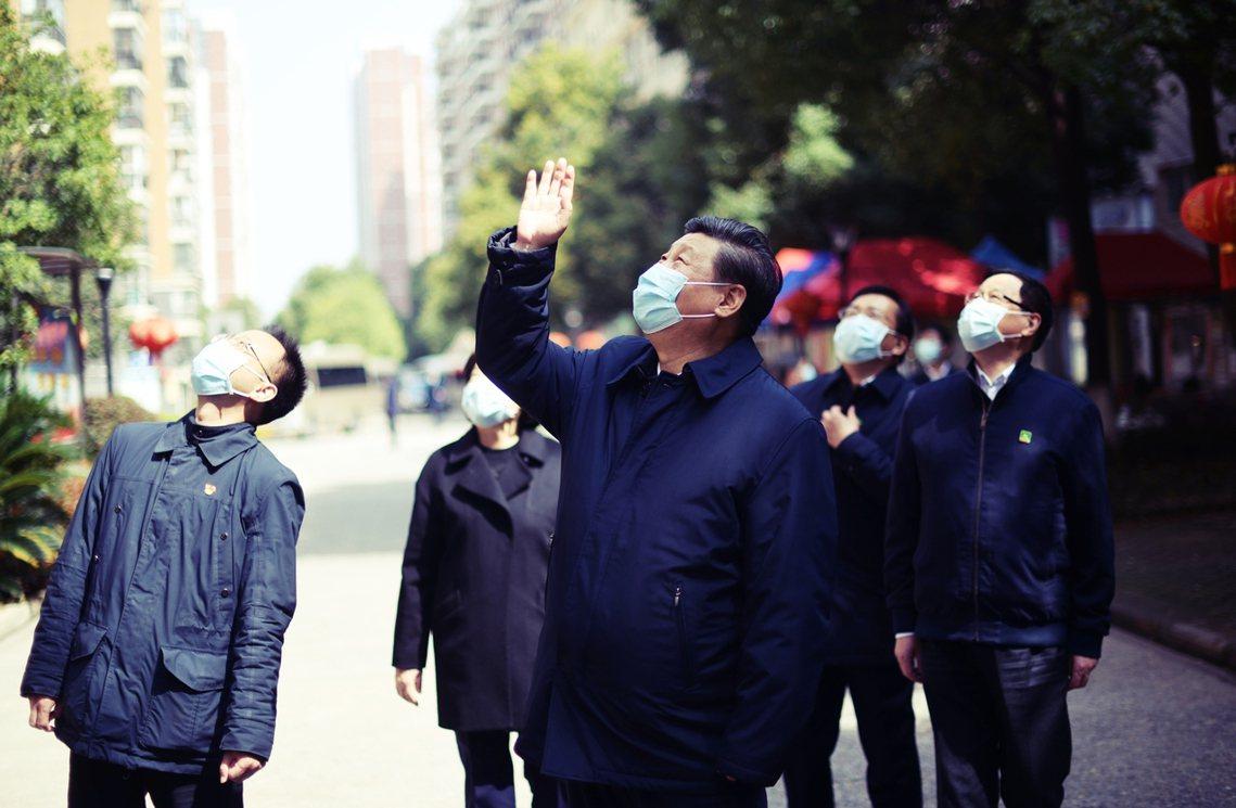 3月10日,習近平前往武漢探視。 圖/新華社