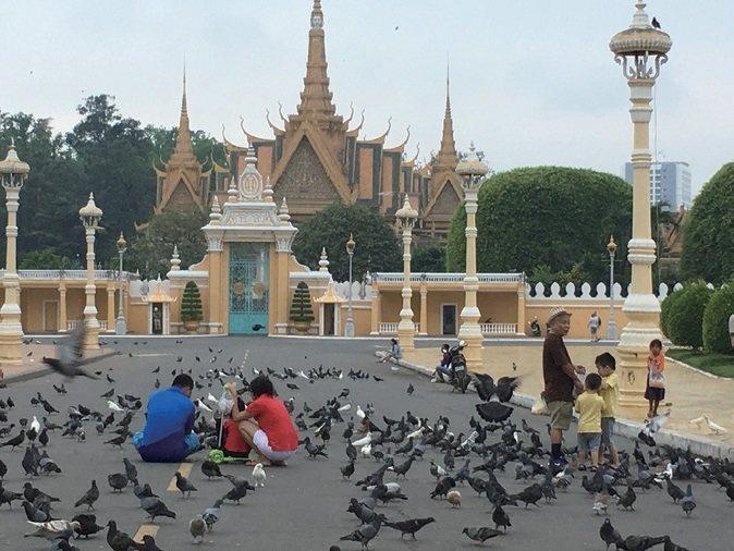 改革開放後,金邊的基礎建設有大幅改進,湄公河的對面已有五星級大飯店