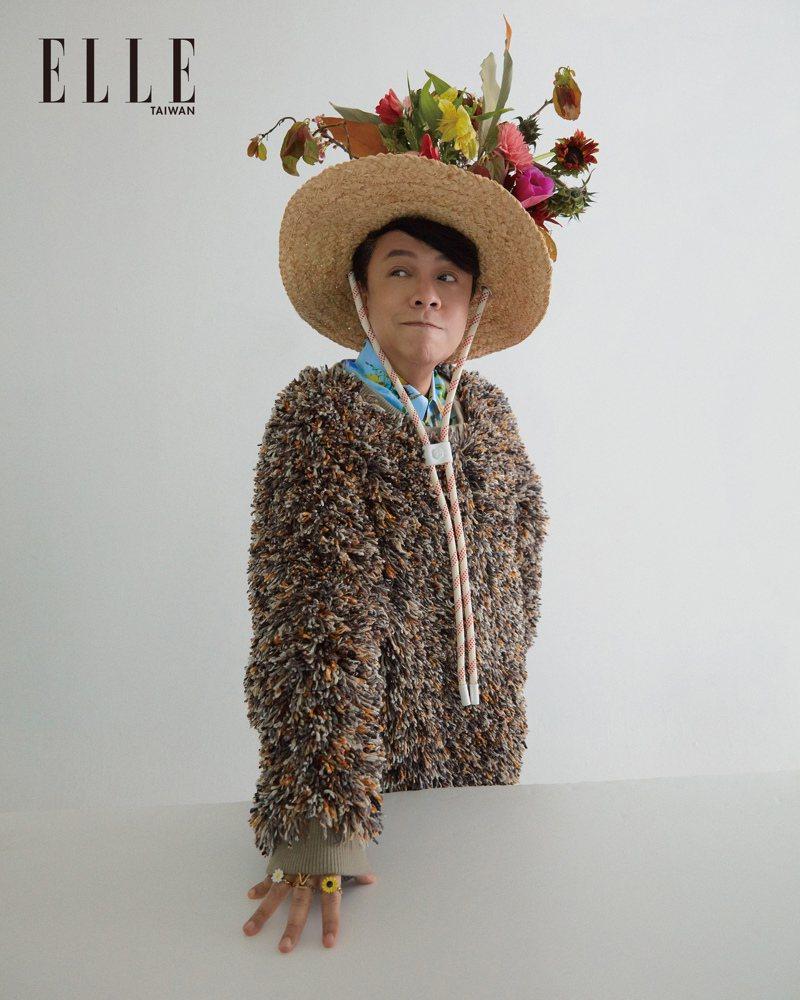 絲綢花卉拼貼襯衫、LV Gardening帽子、LV Gardening戒指套裝(ALL BY LOUIS VUITTON);仿皮草植絨上衣(ROY CHANG)。