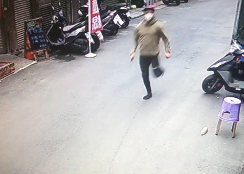 印尼籍失聯移工阿南(化名)昨天看診後逃逸被逮。記者李隆揆/翻攝
