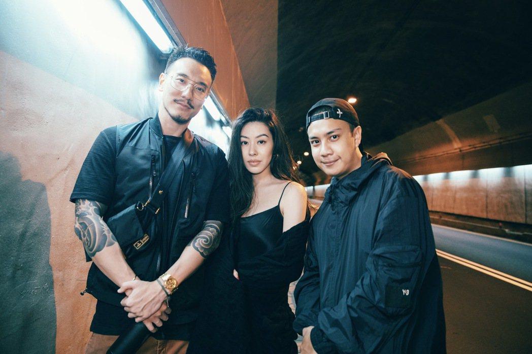蔡詩芸(中)新歌「回憶」,由老公王陽明(左)與Erik Zeng擔任導演。圖/瑩