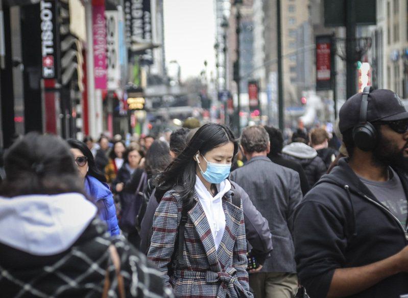 紐約時報分析指出,新冠疫情擴大了社經不平等,而社經不平等又使得病毒更致命。專家警告,這種現象可能在未來多年帶來深遠影響。圖為紐約市曼哈坦中城街景。 美聯社