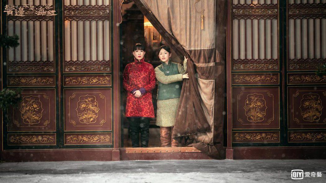 佘詩曼(左)在劇中個性直爽、見不慣就罵。圖/愛奇藝台灣站提供