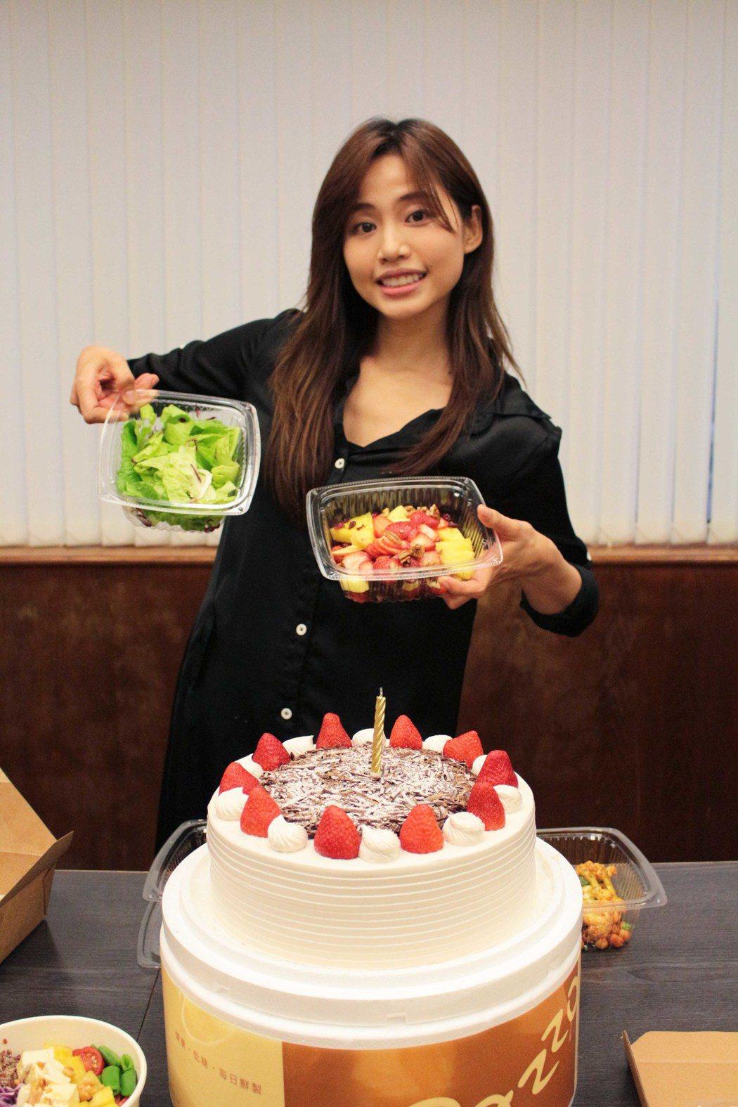 吳汶芳將於23日滿30歲,唱片公司提前為她慶生。圖/福茂唱片提供