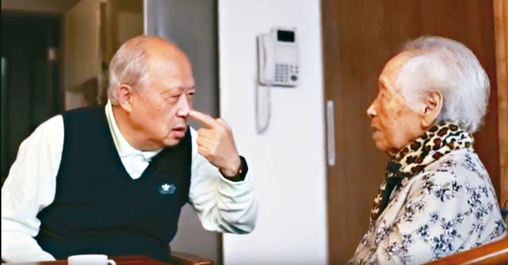 曹汶龍與母親每晚都親密互動。 記者吳貞瑩/攝影