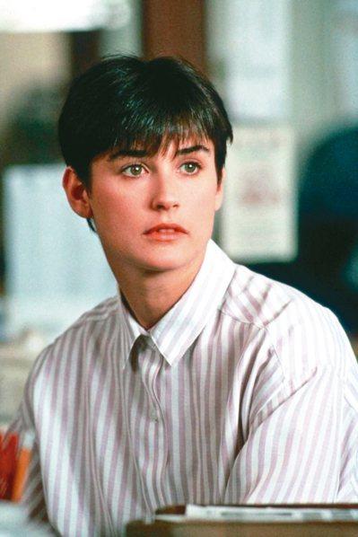 黛咪摩爾在「第六感生死戀」的清純模樣,讓她一夕成為一線女星。 圖/捷傑電影提供