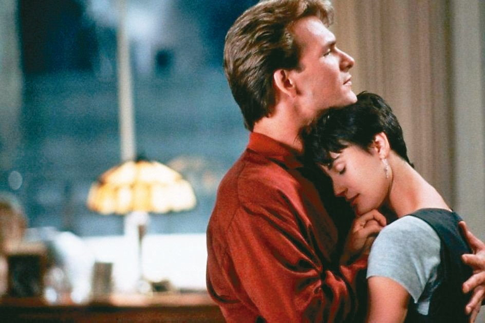 派屈克史威茲、黛咪摩爾當年在「第六感生死戀」的愛情對手戲非常感人。 圖/捷傑電影提供
