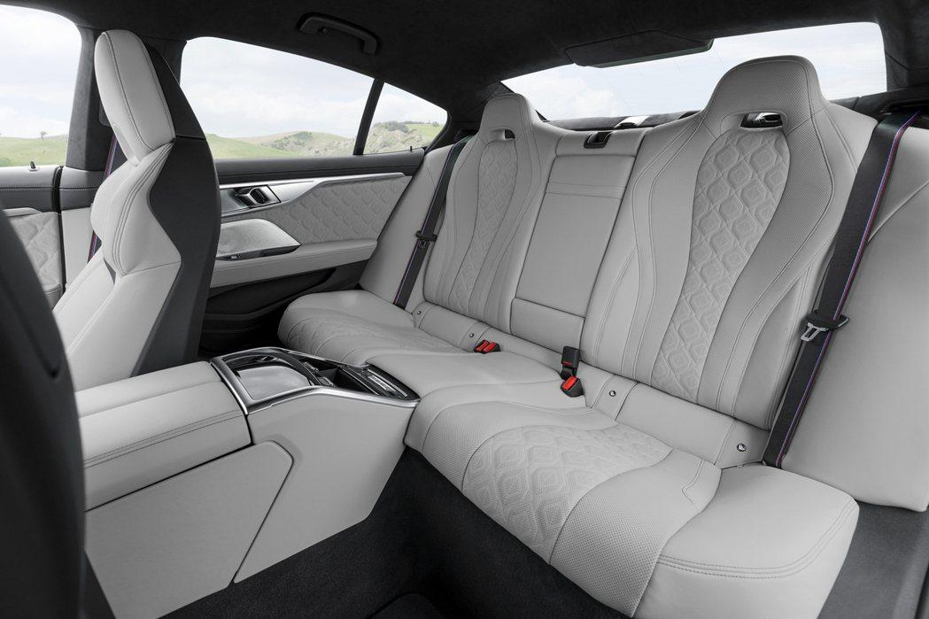 BMW M8 Gran Coupe 後座。 摘自BMW