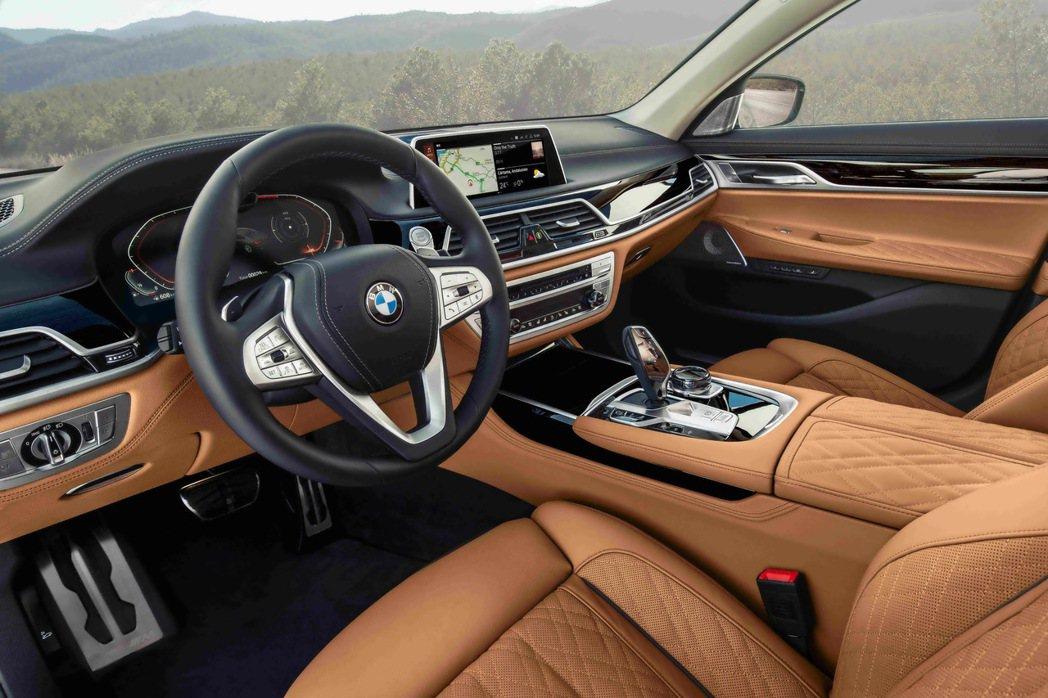 全新BMW 7系列Edition M豪華座艙以傲視同級的領先配備將層峰駕乘體驗堆...