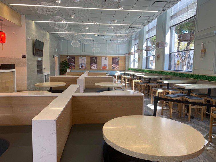 美國加州聖馬提歐(San Mateo)郡的「鮮芋仙」餐廳,偌大店面空無一人。圖/...