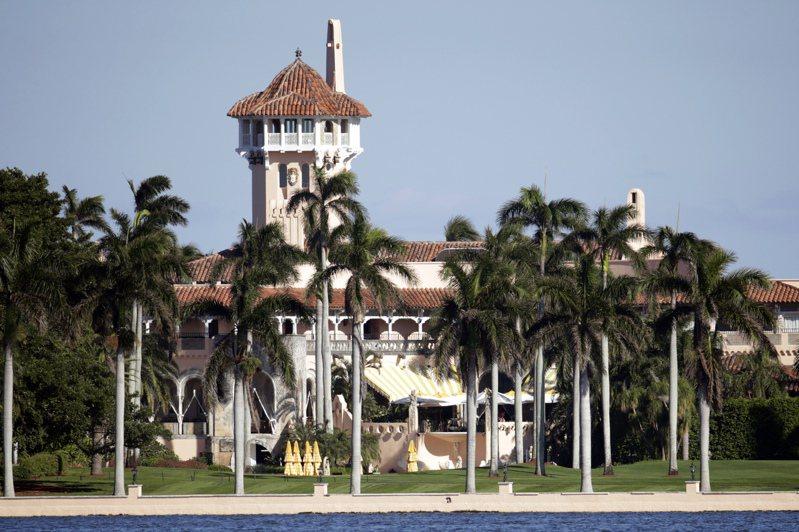 有3名少年7月31日夜間為了躲避警察時,闖入美國總統川普(Donald Trump)旗下的海湖莊園(Mar-a-Lago)。 美聯社