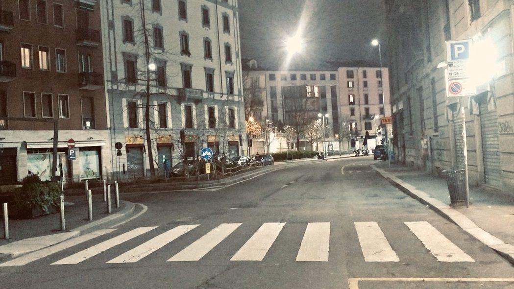 疫情風暴未歇,原本熱鬧的義大利米蘭街頭,變得空蕩。圖/楊仲儀提供