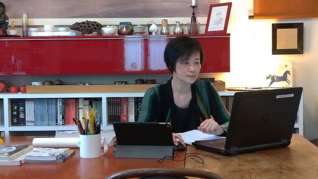 旅義25年的楊仲儀,是米蘭一家國際知名設計公司的設計合夥人,受疫情影響,她從3月...
