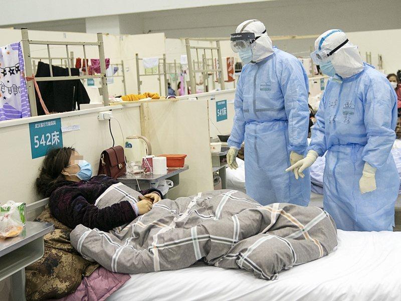 中國疾控專家表示,無症狀感染者都是從對密切接觸者的隔離觀察發現,有症狀立即轉送醫院治療,不會出現社會傳播。新華社資料照片
