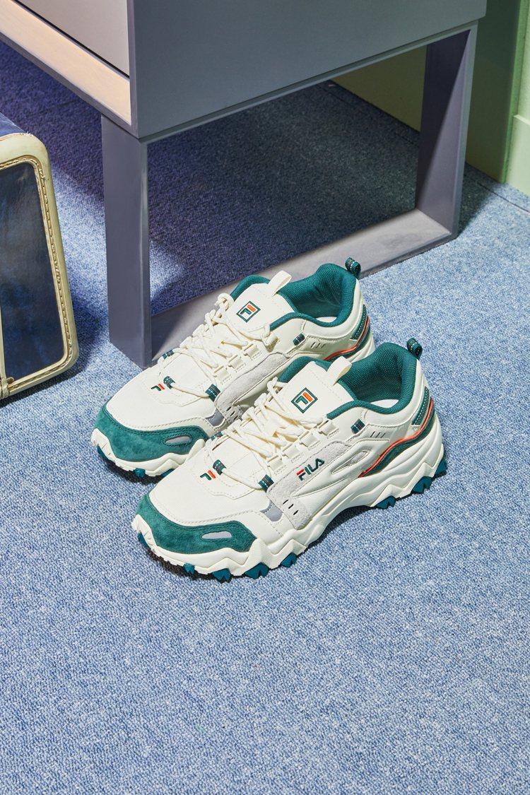FILA OAKMONT TR中性慢跑鞋2,480元。圖/FILA提供