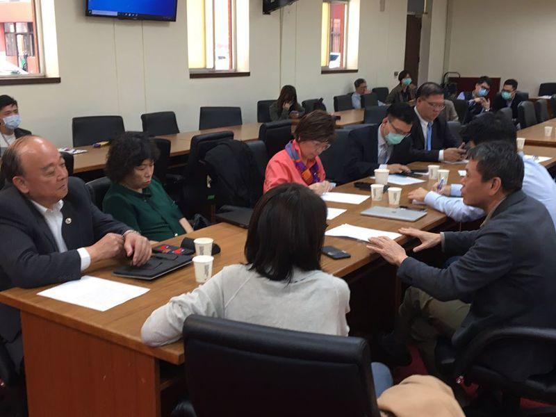 國民黨團昨邀請本屆新科藍委們來討論質詢應注意的要點。 圖擷自林為洲臉書