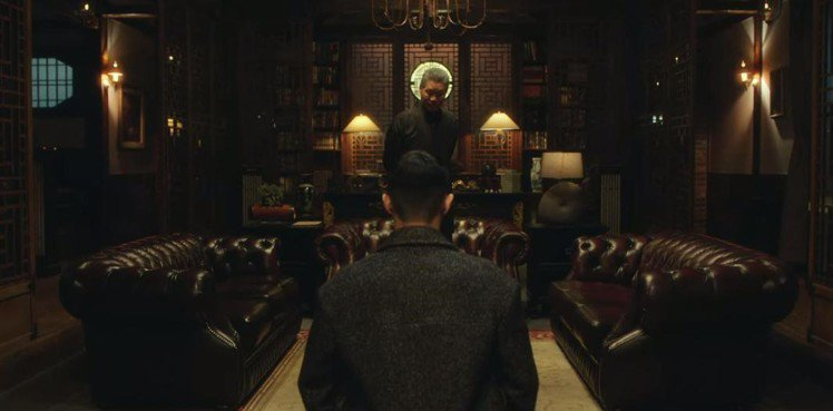 朴敘俊向大仇家劉在明下跪。圖/翻攝自Netflix