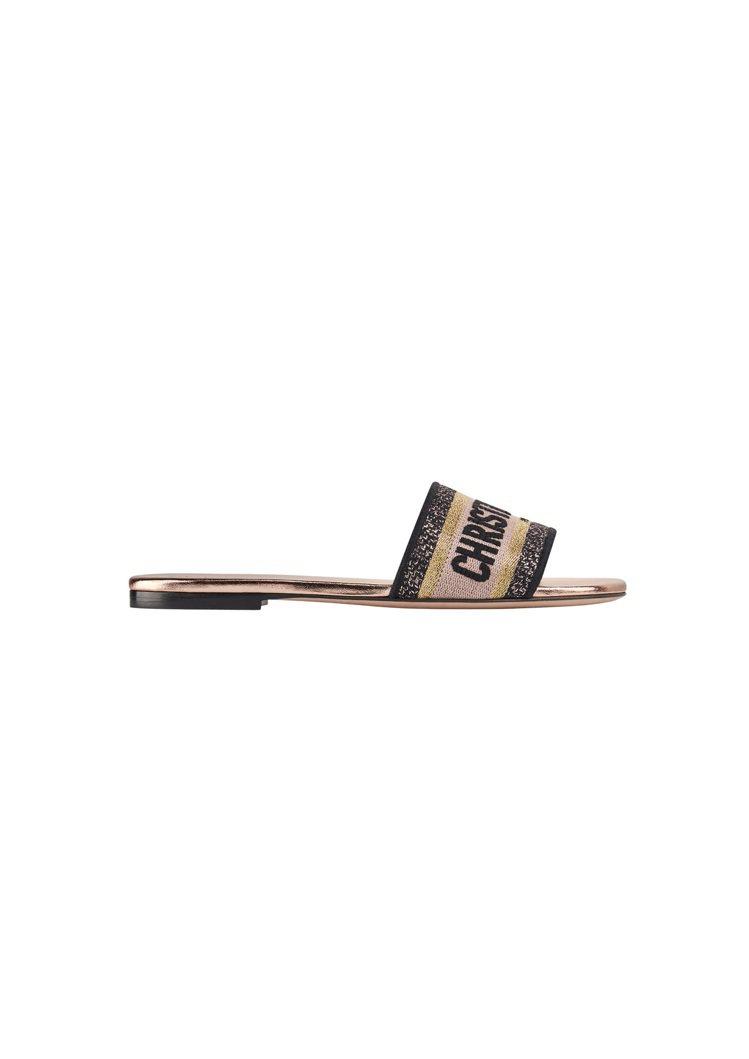 Dway多彩金絲線Logo刺繡拖鞋,售價24,000元。圖/DIOR提供