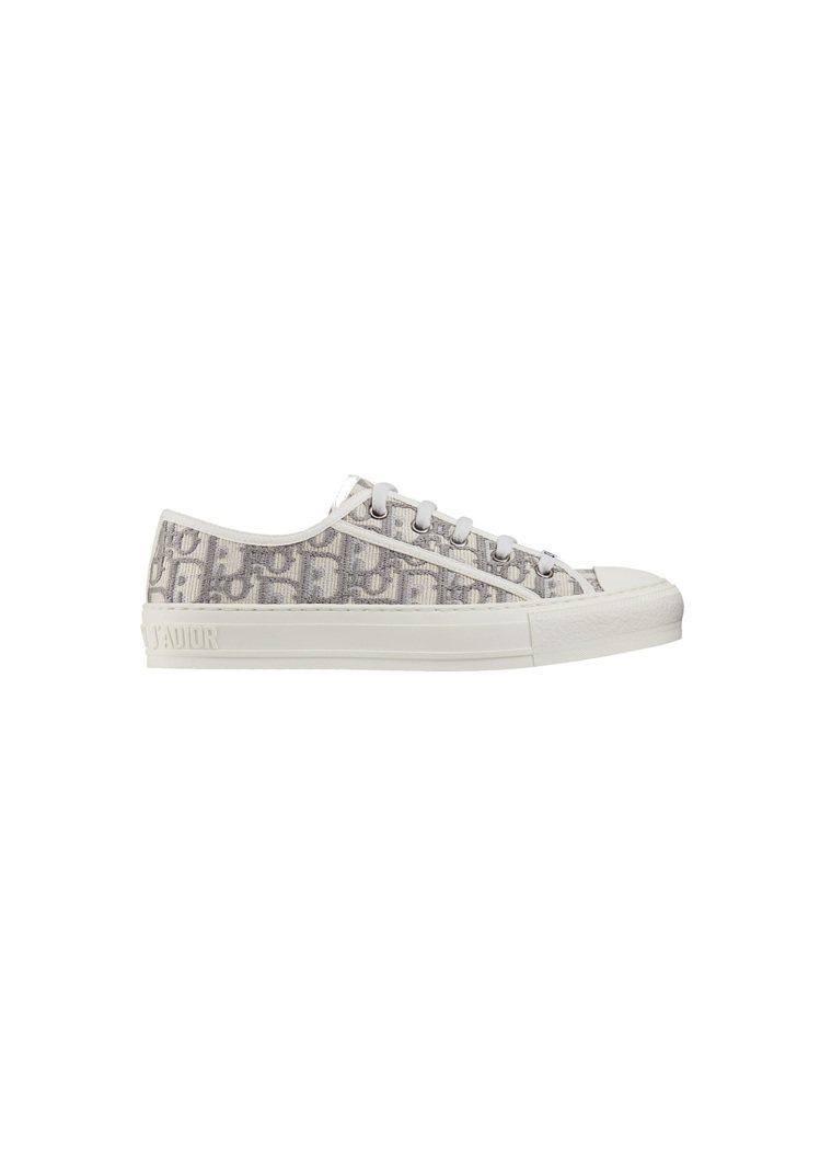 Walk'n'Dior Oblique石灰色刺繡帆布休閒鞋,售價32,000元。...