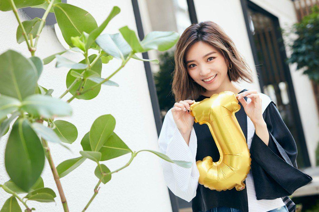 閻奕格30歲生日先寵粉再陪男友,事業愛情兩得意。圖/華研唱片提供