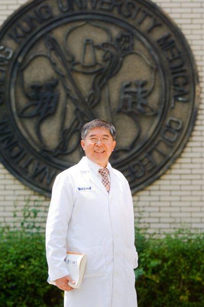 健保署長李伯璋說道,新冠肺炎疫情嚴竣,各部會通力合作全力防疫,希望大家共同善用醫...