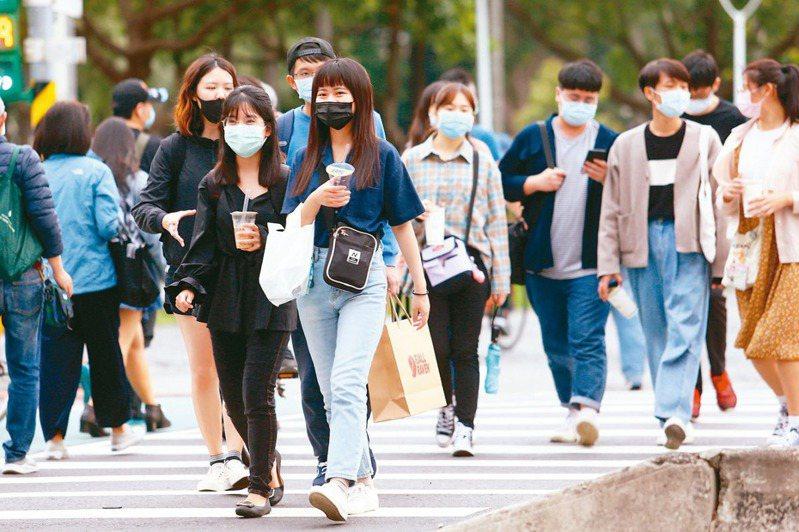 新冠肺炎疫情蔓延,大家都戴上口罩防疫。圖/聯合報系資料照片