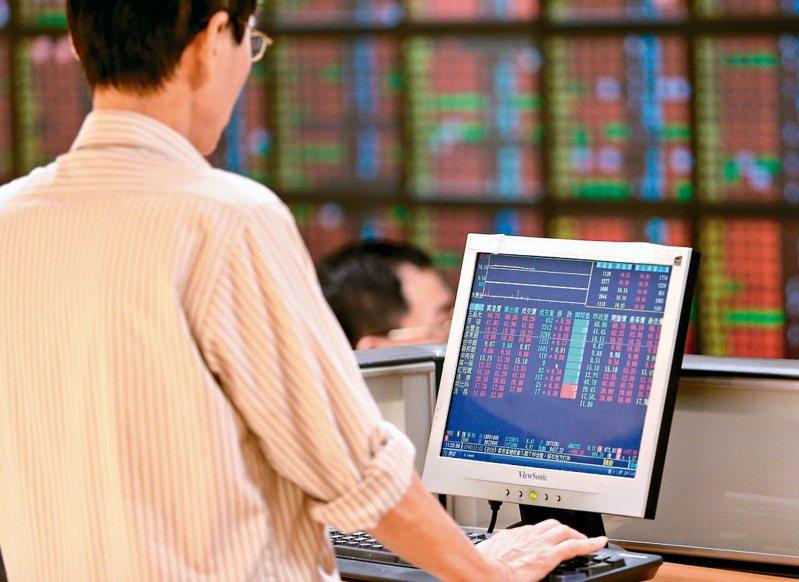 台股已連續四個交易日不再破低,台股10年線也失而復得,顯示短線探底危機已暫時排除。 本報資料照片
