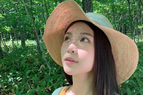 雞排妹最近從日本回台灣,所以目前在家自主健康管理,沒想到在這期間,她的身體狀態出現了變化,讓她忍不住要與大家分享。雞排妹在臉書上透露在家自主健康管理,讓她對身體有重大發現,「過去半年多的焦慮、落髮、...