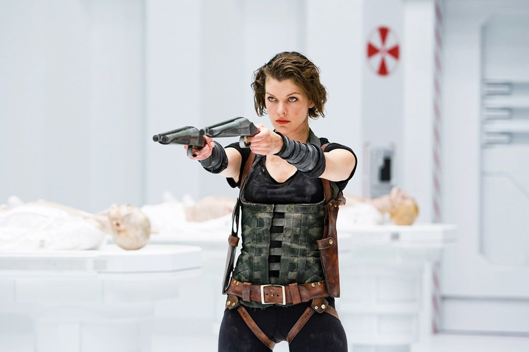 由蜜拉喬娃維琪飾演的「艾莉絲」一角可說是電影《惡靈古堡》的代名詞,儘管電影的故事...