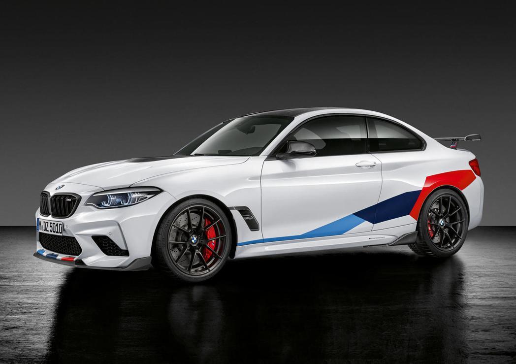 BMW還有一個常見的LOGO就是BMW M的紅紫藍3色裝飾。 圖/BMW提供