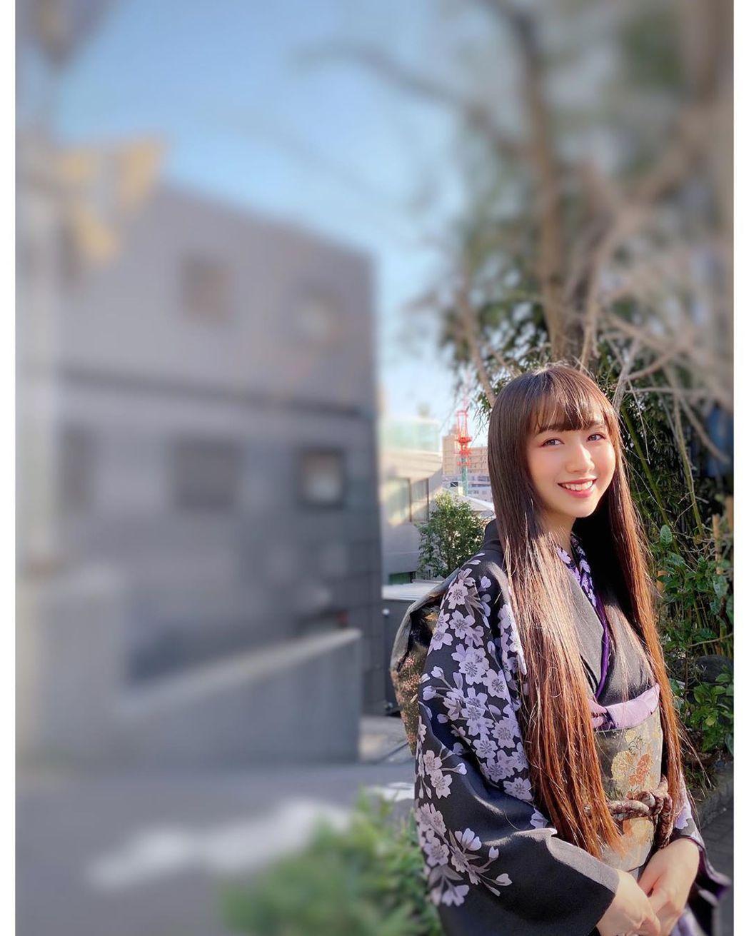 木村心美公開自己的畢業和服照。圖/摘自IG