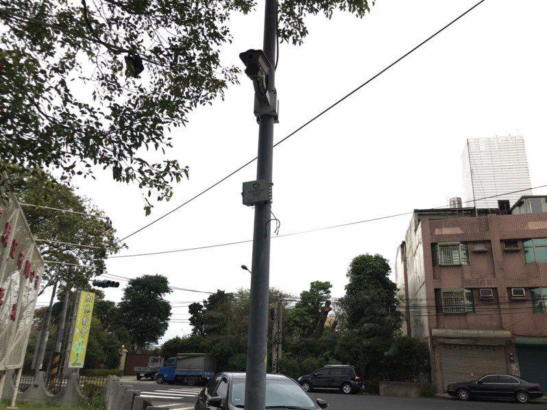 苗栗縣500個空氣品質微型感測器,設在汙染熱區周邊監控空氣品質,並據以稽查。圖/苗栗縣政府提供