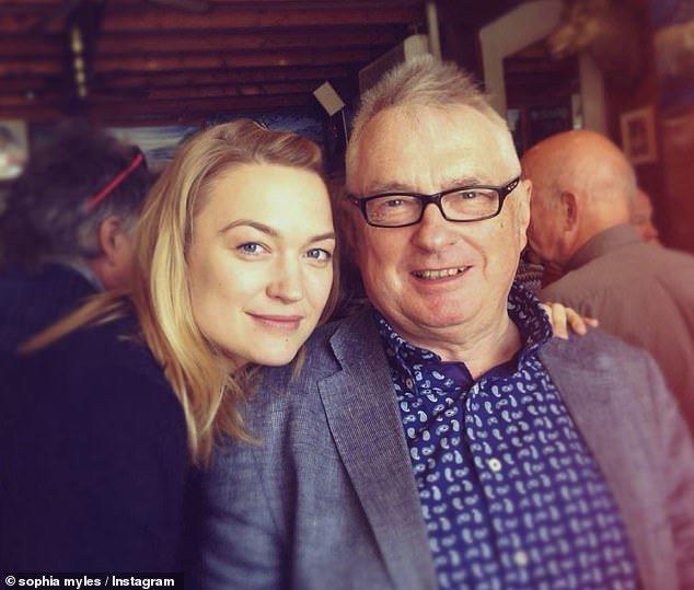 曾演過「變形金剛4」的女星蘇菲邁爾斯的父親因為新冠肺炎而離世。圖/摘自IG