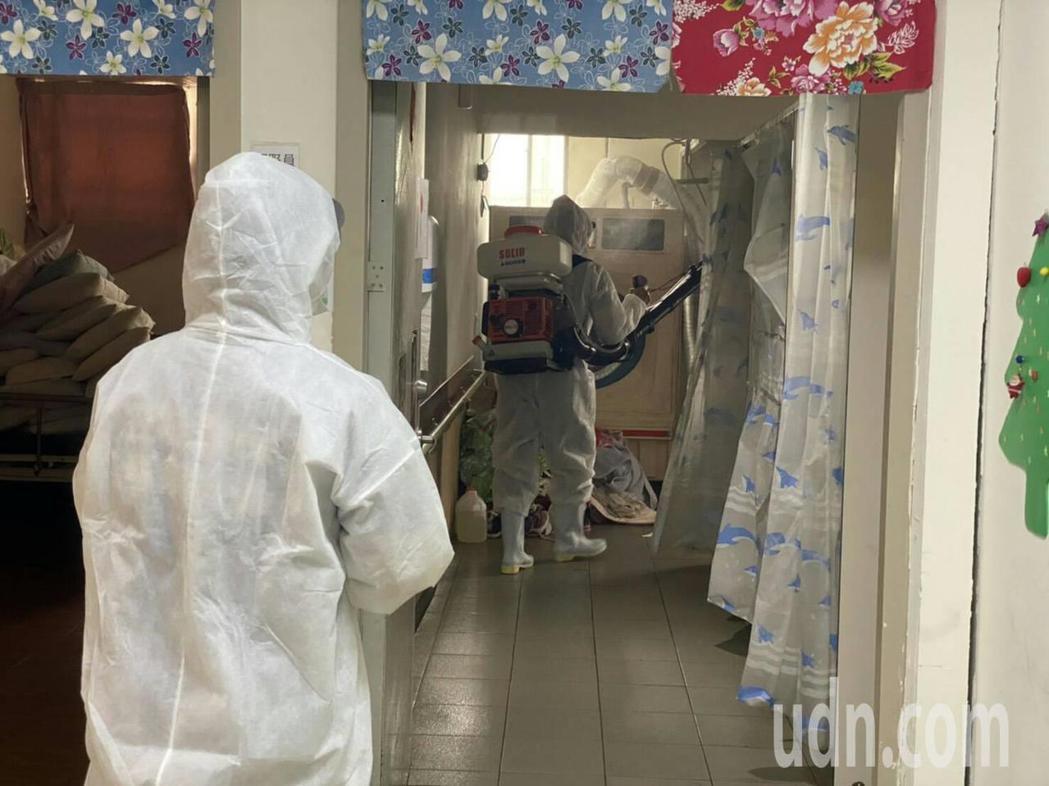 今日國內公布新增16例COVID-19新冠肺炎確診病例,案156為桃園市某長期照...