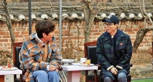 劉在錫開心看到李光洙歸隊。圖/摘自SBS