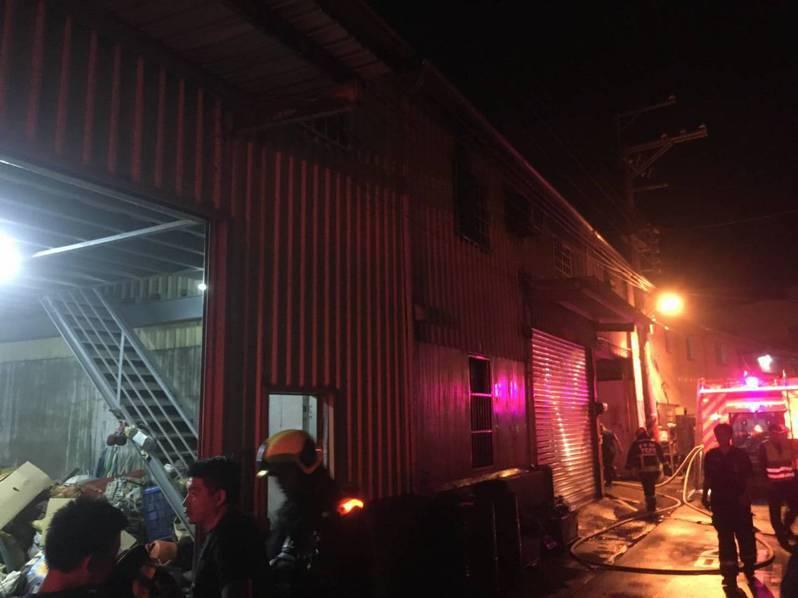 台中市大肚區一家工廠火警,三名移工受困火場死亡。圖/台中市消防局提供