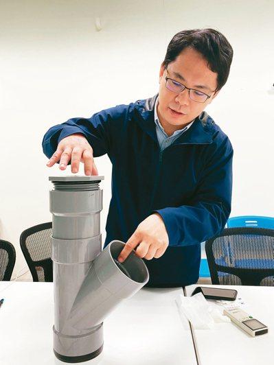 成大資工系副教授莊坤達團隊研究最新式的即時式誘卵桶。 記者修瑞瑩/攝影