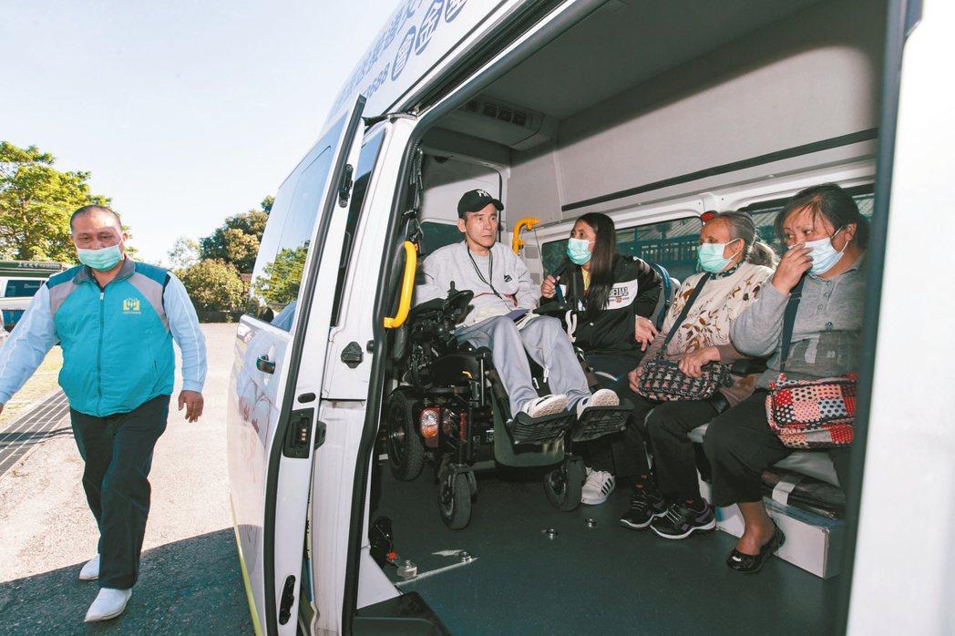 一粒麥子交通服務提供偏鄉居民的交通服務。 記者曾原信/攝影