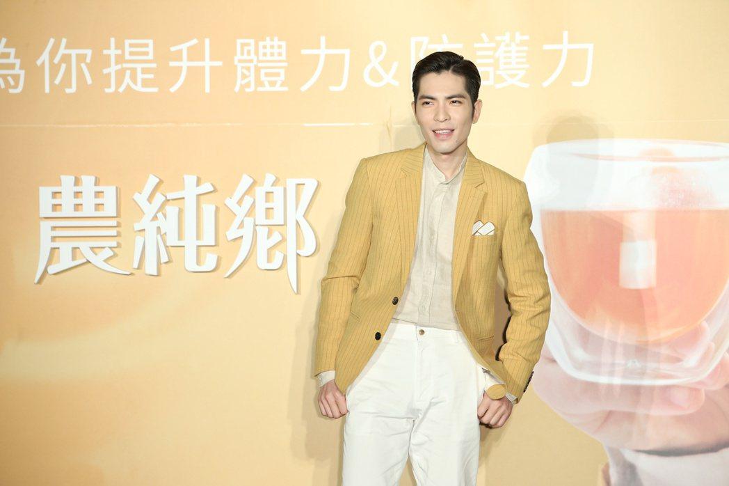 蕭敬騰代言農純鄉滴雞精。記者陳立凱/攝影