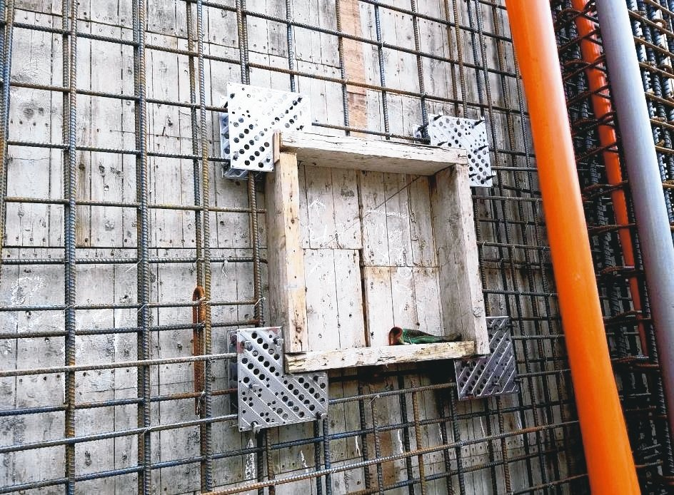 固多多GUDUODUO窗角結構壁面防裂元件,避免門窗框角龜裂,施工簡易。 將成實...