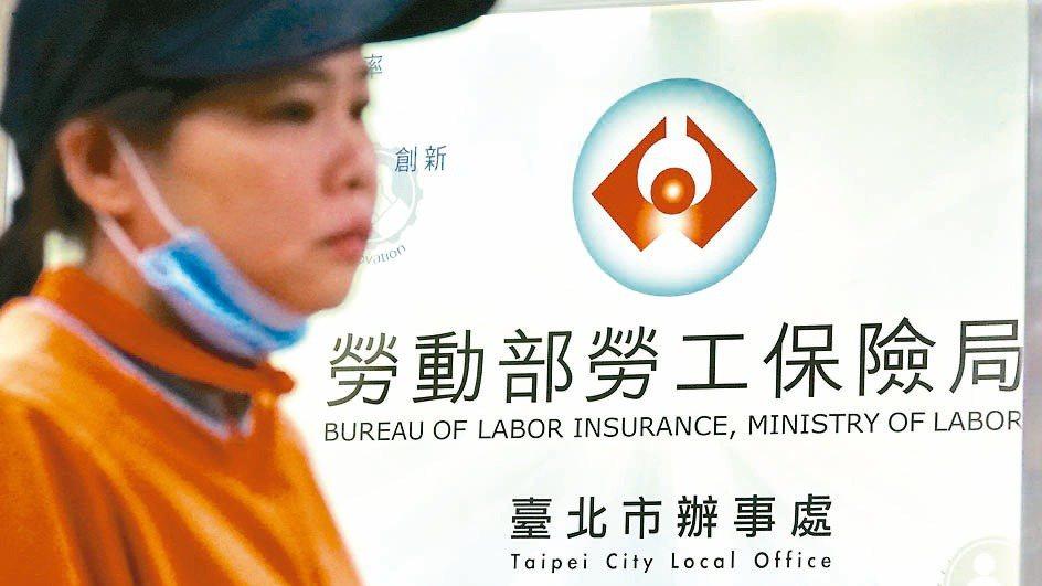2005年實施的新制勞退規定,年滿60歲者可領出帳戶內退休金,而且新制年資滿15...