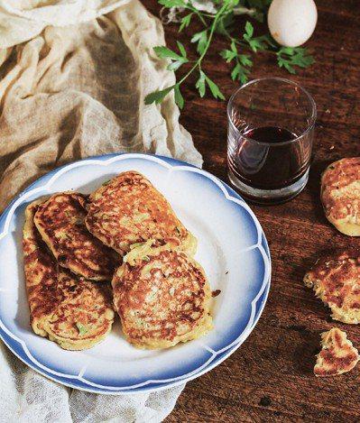 櫛瓜煎餅很爽口,適合炎熱夏季沒有胃口時享用。 圖/幸福文化提供