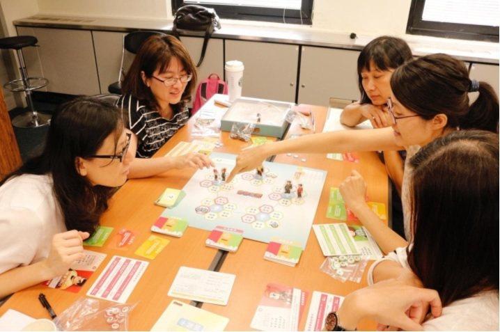 透過永續桌遊,讓員工從遊戲中學習永續議題與案例。 圖/優樂地永續提供