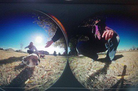 長者可以透過 VR,感受與寵物互動的樂趣。 圖/MyndVR 粉絲專頁