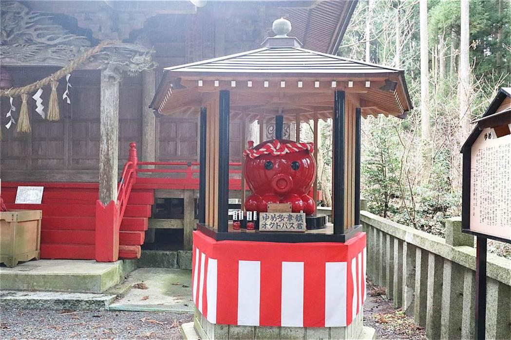 入谷八幡神社與章魚君。 圖/摘自上下游